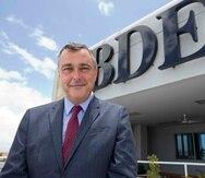 A Luis Burdiel se le acusó por mentir en sus informes del 2016 al 2019, al no detallar que mantenía una deuda activa por $492,031 con la entidad que llegó a presidir en enero de 2017.