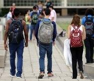 Un estudio realizado por María de Lourdes Lara en 2019, después de los huracanes  Irma y María, encontró que más del 60% de los  universitarios sufrió daños materiales y emocionales, incluido el trastorno de estrés postraumático.