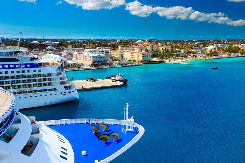 Dos cruceros en el puerto de Bahamas.