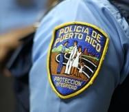 Los agentes Ángel Ortiz y Roberto Negrón ocuparon una pistola Glock modelo 19 de nueve milímetros modificada para disparar de forma automática.
