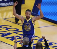 Los Warriors vencen al Jazz de Utah 119-116 con un triple tardío de Stephen Curry