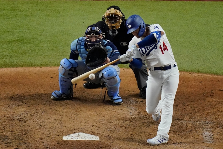 """El puertorriqueño Enrique """"Kike"""" Hernández entró como bateador emergente en la quinta entrada y remolcó una carrera con un sencillo. Los Dodgers anotaron cuatro veces en el episodio."""