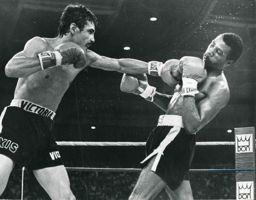 Alexis Argüello golpea a Alfredo Escalera durante el combate entre ambos. (Archivo)