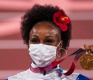 Jasmine Camacho-Quinn recibe su medalla de oro las Olimpiadas Tokio 2020.