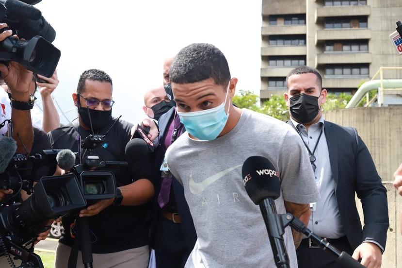 Jay O'Neill González Mercado, sospechoso del asesinato de Rosimar Rodríguez, a su salida del Tribunal de Bayamón.
