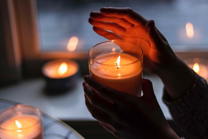 Un velón de cristal puede ayudarte a intencionar tus deseos. (Pexels)