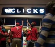 Las protestas no se calmaron este martes, después de que se emitiera una orden judicial para prohibir a los militantes de EFF cualquier acción que paralizara la actividad de las tiendas de Clicks.