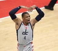 Russell Westbrook alienta a la fanaticada de Washington con los Wizards al frente contra los Pacers.