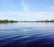 Los investigadores también tomaron mediciones de microplásticos en la laguna San José.
