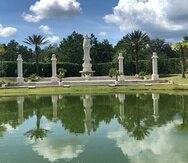Vista del parque y de la estatua de Avalokitesvara, Buda de la paz y de la compasión.