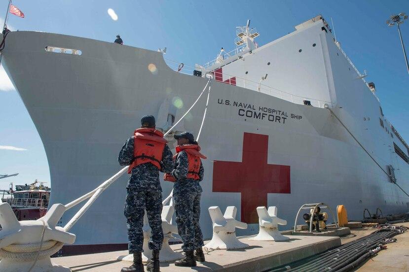 El buque hospital está de camino a Puerto Rico. (U.S. Navy)