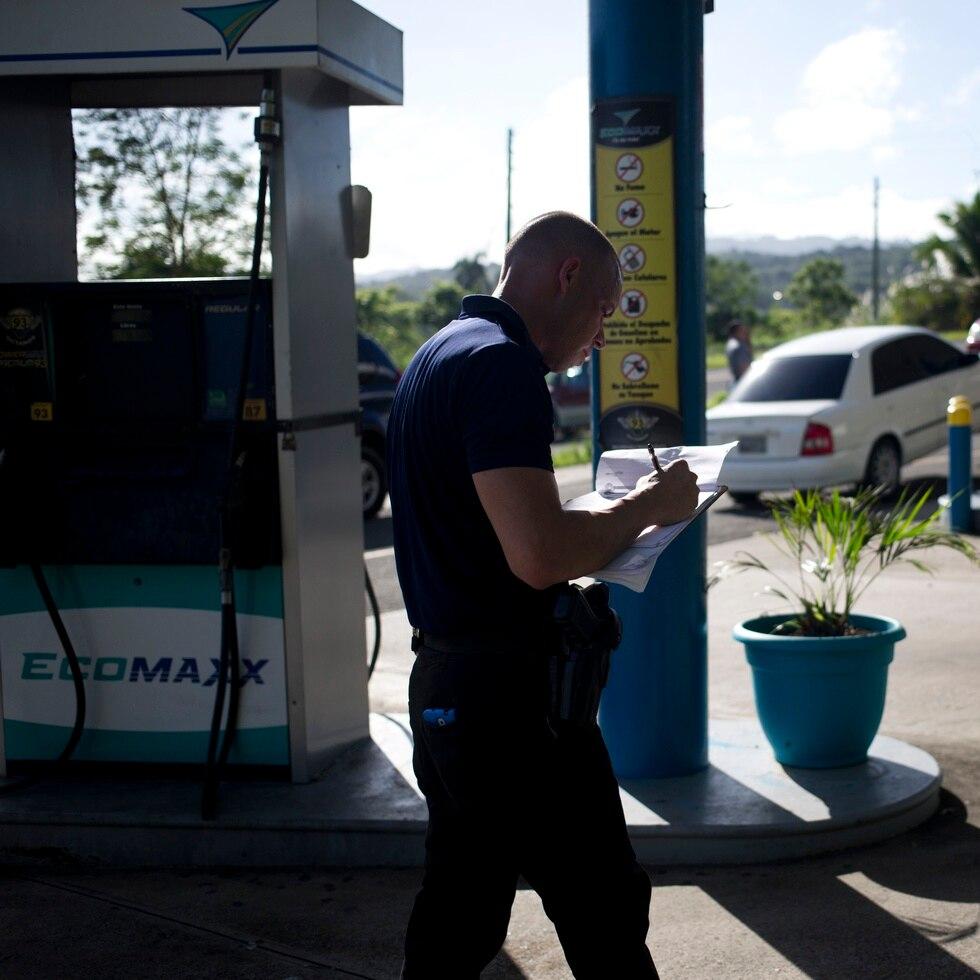 La OGPe afirma que el reglamento conjunto 2020 –declarado nulo por los tribunales- es el que está vigente hasta que el Tribunal Supremo se exprese. En la foto, una gasolinera EcoMaxx de la empresa Peerless, quienes negaron haber reabierto estaciones de gasolina sin  los permisos.