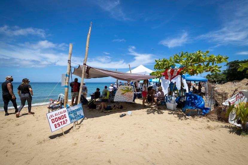 Cientos de ciudadanos llegaron esta semana a las inmediaciones del condominio Sol y Playa para protestar contra la construcción de una piscina.