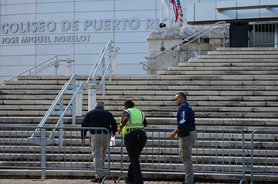 En las escaleras también se recibieron impactos de bala.