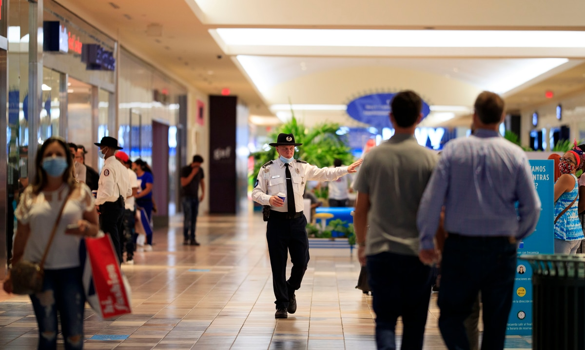 Centros comerciales aseguran que no han bajado la guardia con los protocolos de seguridad