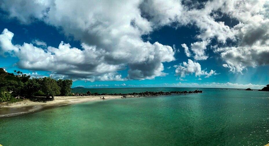 La playa La Fanduca es un tesoro de la costa este de la isla, que te sorprende por la variedad de tonalidades de azul que se difuminan con el cielo.