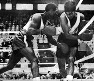 El peleador riopedrense Juan Evangelista Venegas  conquistó la primera medalla olímpica en la historia de Puerto Rico al vencer al español Álvaro Vicente Domenech en la división de los 54 kilogramos en el boxeo.