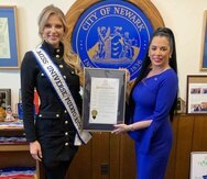 La Miss Universe Puerto Rico, Madison Anderson junto a la vicealcaldesa Jacqueline Quiles. (Suministrada)