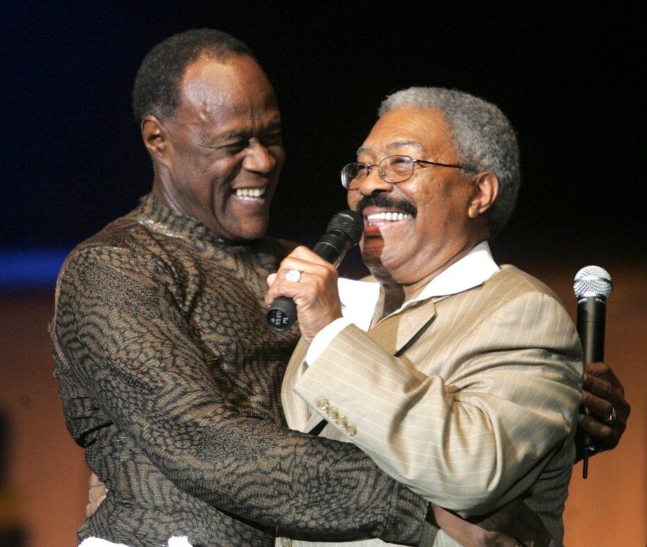 El éxito de Ventura como cantante lo llevó a realizar espectáculos en muchos países, incluyendo en Puerto Rico, donde compartió la tarima con figuras puertorriqueñas como El Gran Combo de Puerto Rico.