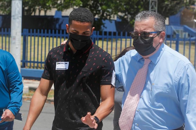 Antes de la acusación federal, Félix Verdejo fue a las oficinas del Cuerpo de Investigación Criminal de la Policía en Hato Rey acompañado de dos abogados.