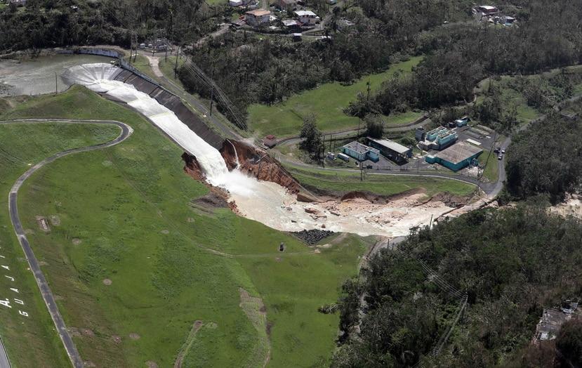 Vista aérea de cómo lucía la represa días después del paso del huracán María. (GFR Media)