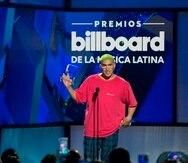 El cantante puertorriqueño Bad Bunny recibe el premio a Artista del Año, Redes Sociales durante la vigésimo primera edición de los Premios Billboard de la Música Latina en el Hotel y Casino Mandalay Bay de Las Vegas (Nevada, EE.UU.). EFE/Armando Arorizo/Archivo