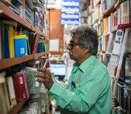 Foto de archivo de Norberto Gonzalez en su librería en la avenida Ponce de León en el casco urbano de Río Piedras. Foto: Dennis M. Rivera Pichardo