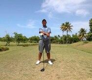 """Rafael """"Rafa"""" Campos posa en el césped del Wyndham Rio Mar Beach Resort ayer, sábado, cuando completó 18 hoyos por primera vez en cuatro meses."""