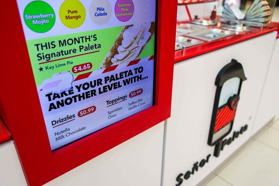 En el local, el cliente tiene la opción de hacer su pedido y pagar a través de una pantalla interactiva.