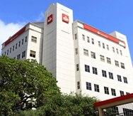 En la foto, una vista de la sede de Banco Santander en la zona de Hato Rey antes de que su identidad corporativa fuera removida tras la completarse la adquisición por parte de FirstBank esta semana.