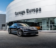 El Porsche Taycan está disponible en tres versiones con elementos personalizables -desde las telas para interior, hasta las puntadas- todos con cuatro puertas.