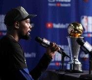 Kevin Durant ganó el premio de JMV de la final por segundo año consecutivo. (AP)