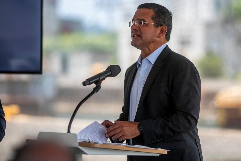 El gobernador Pedro Pierluisi durante una conferencia de prensa.