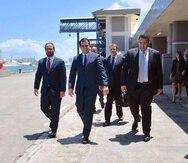 El gobernador Ricardo Rosselló, al centro, hizo el anuncio junto a directivos de la Autoridad de los Puertos y de Royal Caribbean. (Suministrada)