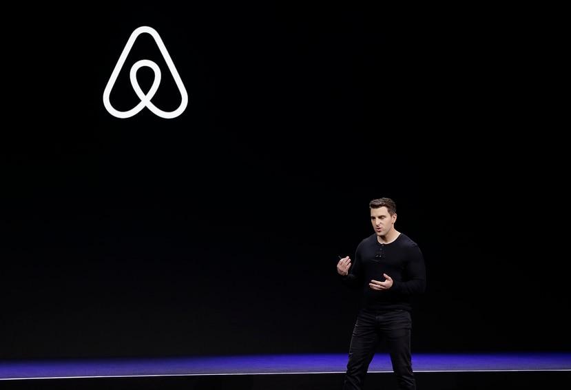 Imagen de archivo en donde se ve al cofundador y CEO de Airbnb Brian Chesky durante un evento en San Francisco.