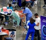 El pasado 31 de marzo, más de 10,000 personas fueron vacunados con el fármaco de Johnson & Johnson en el Centro de Convenciones de Miramar. Según Salud, a dos semanas de ese evento no se han reportado efectos secundarios de seriedad.