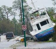 Hombre en Florida crea barco pirata con escombros del huracán Sally