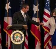 Pedro Pierluisi, en la imagen junto a su designada secretaria de Prensa, Sheila Angleró, adelantó que reducirá la cantidad de contratos externos e su administración.