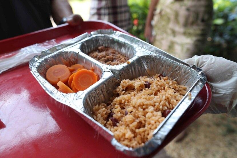 Hace una semana y media, el Departamento de Educación indicó que abriría 200 comedores escolares adicionales para proveer almuerzos calientes.