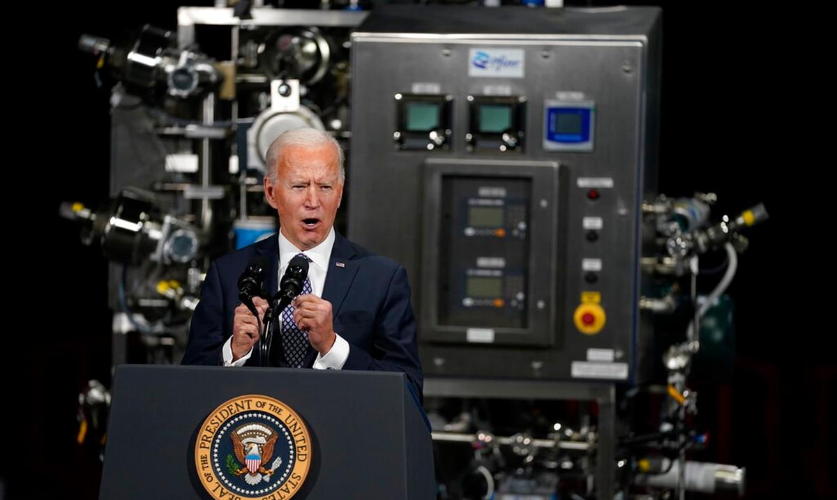 Joe Biden firmó una orden ejecutiva para revisar cadenas de suministro críticas