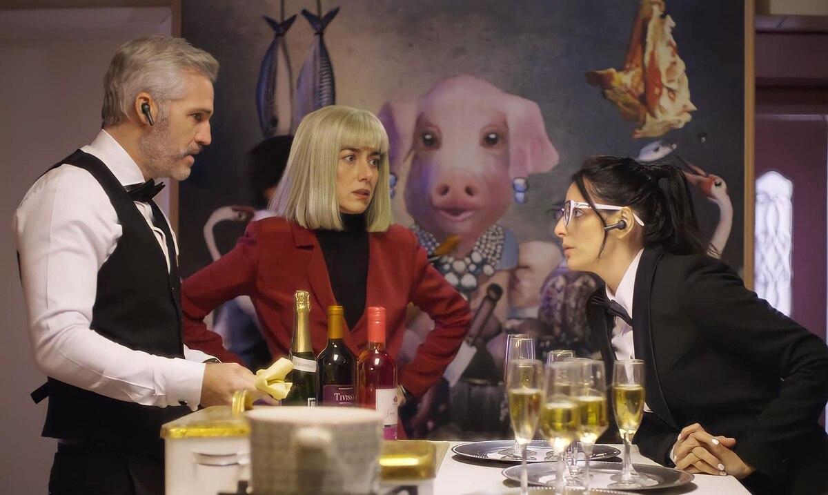 """""""La casa de las flores"""" regreserá como película en Netflix"""