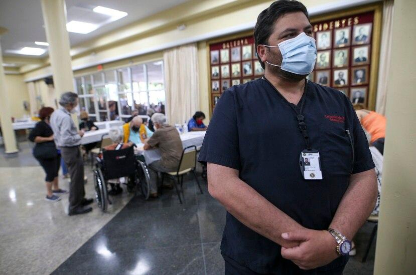 El secretario de Salud, Carlos Mellado, aseguró que la llegada de vacunas de Pfizer y Moderna se ha estabilizado y ampliado, por lo que espera recibir 80,000 semanales, mientras prepara una logística en caso de que se aprueben las dosis de Johnson & Johnson.