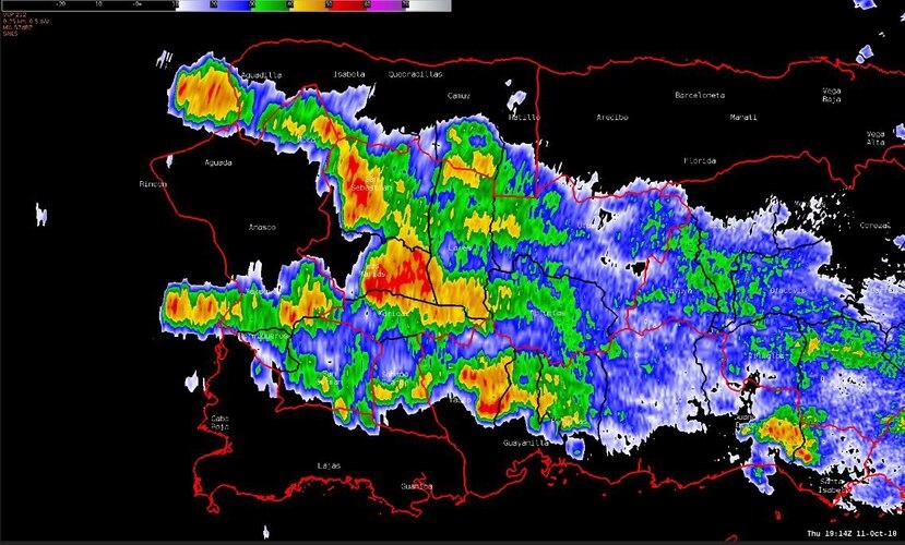 Aguaceros y tronadas continuarán sobre la mitad oeste de Puerto Rico por el resto de la tarde, según el NWS. (Captura / Twitter)