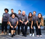 Listos los integrantes de la Liga Puertorriqueña de Improvisación Teatral para hacer el Impro Jangueo en lo que ahora es su nueva sede.