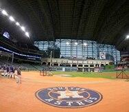 Los Astros, alegadamente, colocaron una cámara en el jardín central del Minute Maid Park para espiar las señales de los receptores contrarios. Según varios expeloteros boricuas, los equipos siempre han intentado robar las señales. (AP / Archivo)