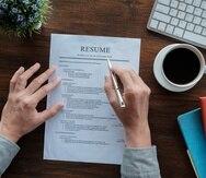 Más allá de tener un resumé listo y actualizado, es importante contar con uno virtual, en caso de que los empleos que solicites aún no estén haciendo entrevistas presenciales y toda la dinámica se dé virtualmente.