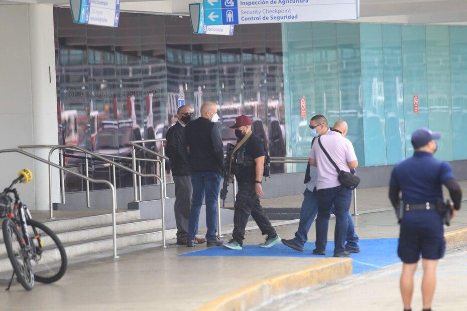 La maleta pertenecía a una mujer, quien luego acudió a buscarla, pero ya estaba activado el protocolo.