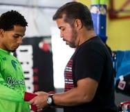 En la foto, Félix Verdejo junto al entrenador Ricky Márquez