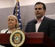 El gobernador Ricardo Rosselló y la secretaria de Justicia, Wanda Vázquez, anunciaron la radicación de las demandas contras las aseguradoras.