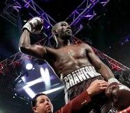 Terence Crawford celebra su victoria sobre Jeff Horn en un combate del peso wélter en Las Vegas. (AP)